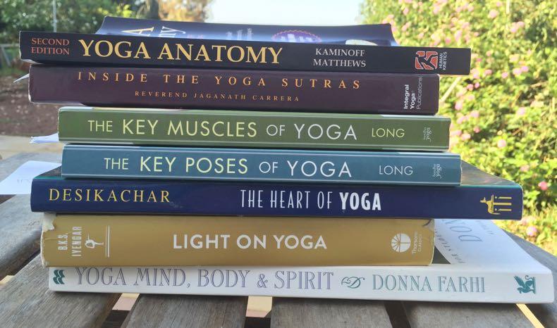 Joogaopettajakoulutus kirjat